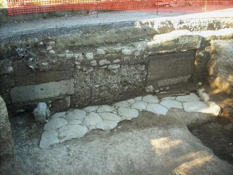 Archeologia: terme e sepolcri emergono su via Portuense