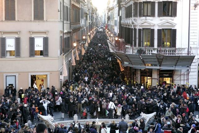 314645 Inizio dei saldi invernali - domenica di acquisti in centro